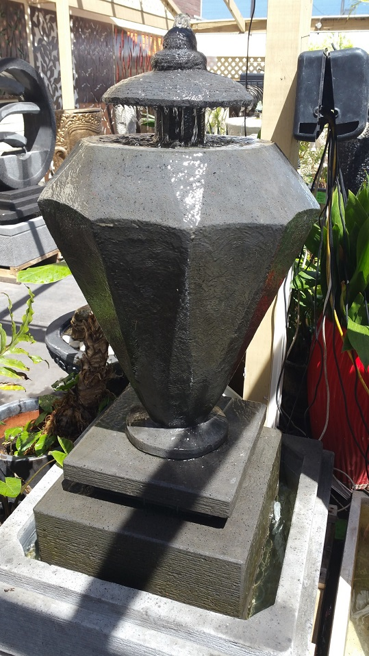 Diamond Water Feature (Concrete)