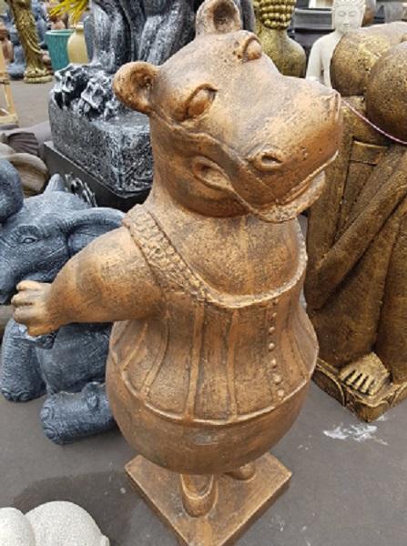 Hippo, Dancing